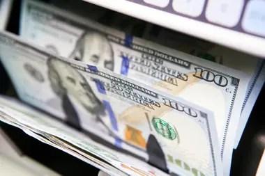 El Banco Central analizará medidas para contener el dólar bursátil