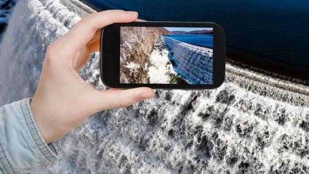 Descargar datos en tu celular inteligente requiere un gran gasto de agua