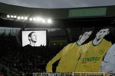 Cientos de seguidores de Nantes recordaron a Emiliano Sala, de cuyo fallecimiento se cumplió un año el pasado martes