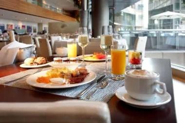 La cena de 120 euros para dos personas, incluye el alojamiento con desayuno