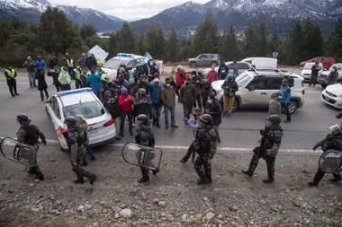El conflicto territorial en Villa Mascardi provocó movilizaciones de los vecinos de Bariloche, que cuestionan agresiones contra privados