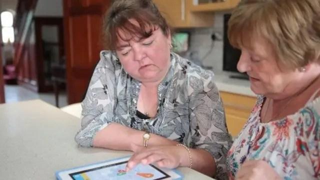 """""""¿Me lo estoy imaginando?"""" Becky Mason, una mujer que sufre de artritis se pregunta si los días húmedos empeoran su condición"""