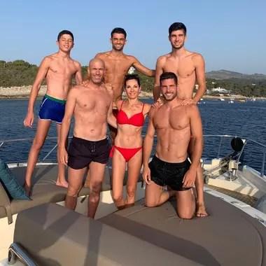 Zinedine Zidane y Véronique Fernández tienen cuatro hijos: Enzo (24), Luca (22), Theo (17) y Elyaz (14).