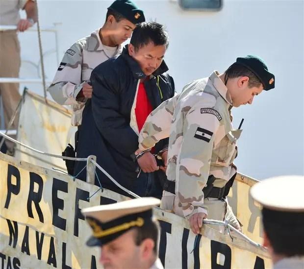 El capitán del buque chino hundido, al llegar detenido a Puerto Madryn