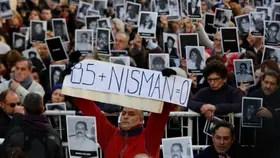 Con la presencia de su madre, Alberto Nisman tuvo su homenaje, durante la Conmemoración del 22 aniversario del atentado a la AMIA.