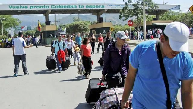 Cruce: migrantes venezolanos cruzan el Puente Internacional Simón Bolívar, en Cúcuta, Colombia, el principal destino de los emigrantes que dejan el país dos por la crisis: las críticas de esa parte de la sociedad que se siente invadida, tan olvidadiza de la historia: Venezuela recibió a millones de colombianos durante su conflicto de casi 60 años.