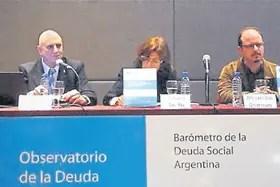 Salvia, al presentar uno de los informes de la Deuda Social en la UCA