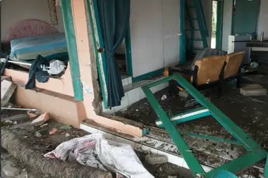 Muertos, heridos y construcciones destrozadas tras el paso de un fuerte tsunami en Indonesia