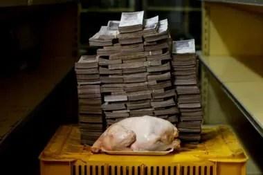 Maduro insiste en que la hiperinflación que reporta el FMI no la podría aguantar un país. Su gobierno no publica cifras