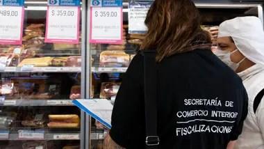 Controles de precios de la Secretaría de Comercio Interior en un supermercado