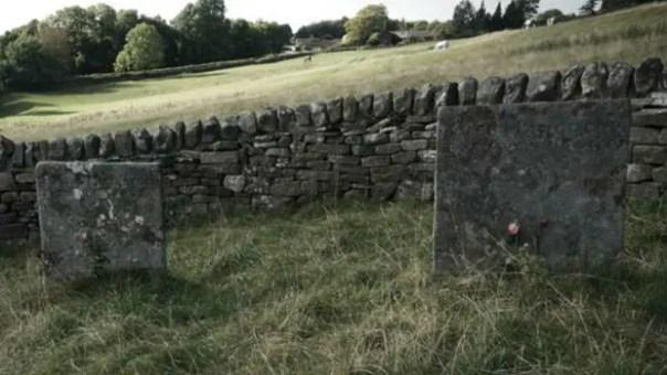 Las lápidas en Eyman son testimonio del heroico sacrificio de un pequeño pueblo del norte de Inglaterra