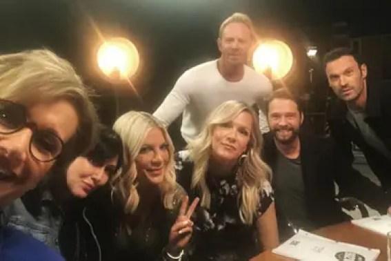 ¡Una selfie! A 29 años del primer capítulo de Beverly Hills 90210, el elenco de esta serie está lista para regresar a la pantalla