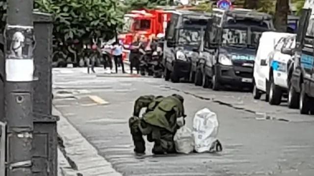 La policía detonó el artefacto con una explosión controlada