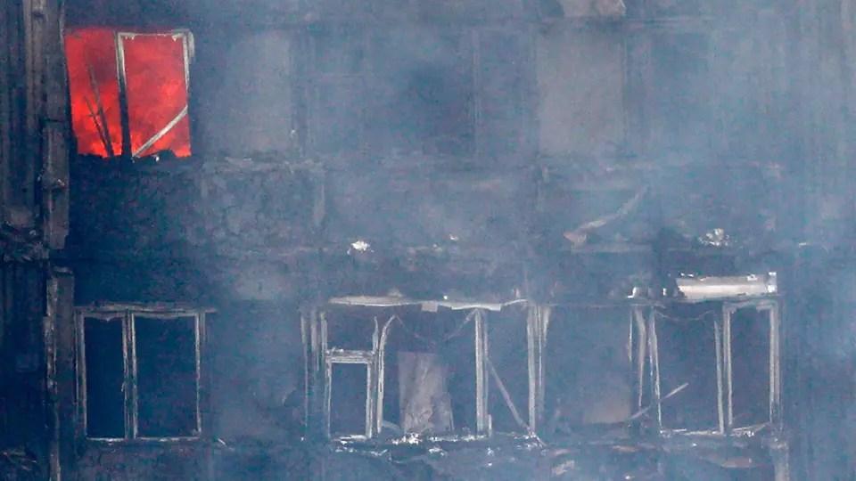 Se investigan las causas del incendio. Foto: AFP