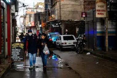 El Gobierno porteño reforzó las medidas para evitar que siga el crecimiento exponencial de contagios en las villas