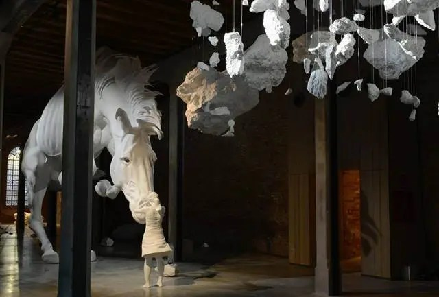 El problema del caballo en la Bienal de Venecia
