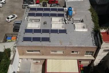 AL GROUP S.A. instaló los paneles solares en las oficinas del Movimiento de los Focolares de la calle Lezica 4358, barrio de Almagro.