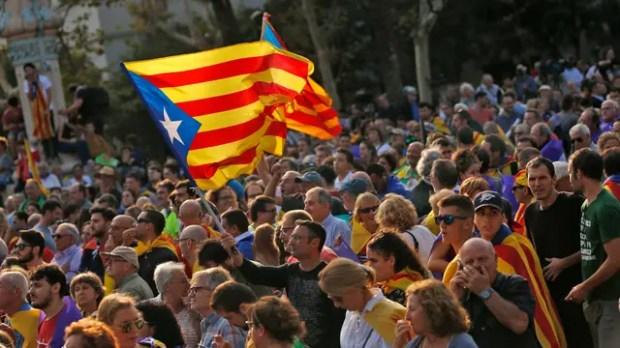 Maniobra de Rajoy: pregunta a loscatalanes si declararon o no la independencia
