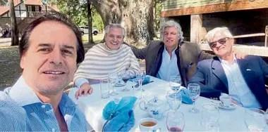 Luis Lacalle Pou, Alberto Fernández, Francisco Bustillo y el embajador argentino en Uruguay, Alberto Iribarne, en la estancia presidencial Anchorena