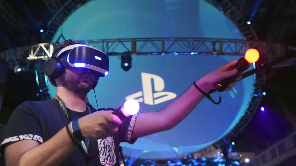 Los anteojos PlayStation VR usan el poder gráfico de la PS4, y sus mandos Move, para la interacción con el mundo virtual