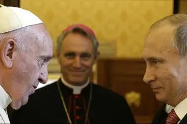 El Papa Francisco se reúne con el presidente ruso Vladimir Putin con ocasión de una audiencia privada en el Vaticano, el 10 de junio de 2015