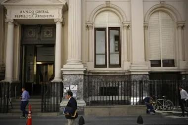 Neffa anticipa posibles nuevas restricciones a la compra de dólares antes de diciembre