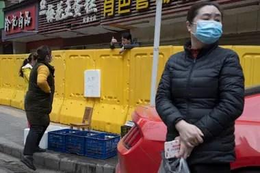 En China, donde se originó el coronavirus, el gobierno dijo que la situación está controlada; sin embargo, se ya se anunciaron focos de rebrotes de la enfermedad