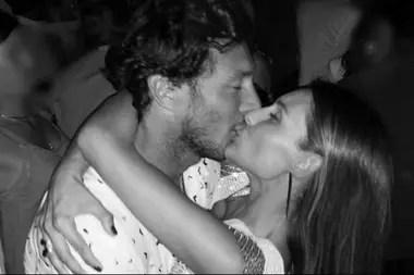 Pampita y Pico Mónaco recibieron el 2019 a los besos