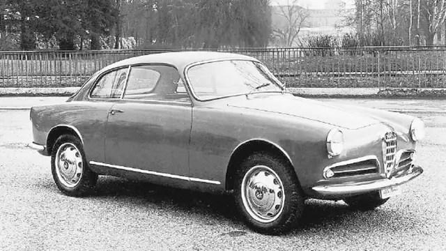 Alfa Romeo Giulietta Sprint 1954; con el sello Bertone, emblema de la marca de Milán