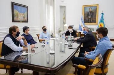 Los intendentes de Juntos por el Cambio encabezaron el reclamo de fondos a la provincia, con el respaldo tácito de los jefes comunales peronistas