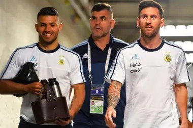Kun Agüero and Leo Messi, cronies inside and outside the court, gathered today during a live broadcast of the striker of Manchester City, a fan of videjouegos.