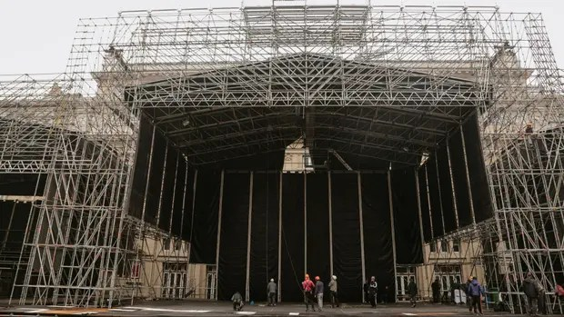 El escenario que preparan frente al teatro Colón