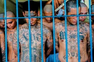 Estimaciones oficiales cifran en unos 60.000 los pandilleros activos en un país de apenas 6,8 millones de habitantes.