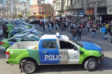 Cientos de móviles fueron sacados de las zonas de patrullaje para reforzar las manifestaciones de los policías bonaerenses