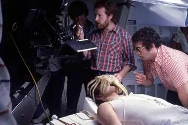 John Hurt y Ridley Scott, en un alto en el rodaje de Alien (1979)