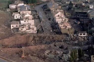 Tras las llamas, la mayoría de las casas de Sherwood Crescent quedaron destruidas.