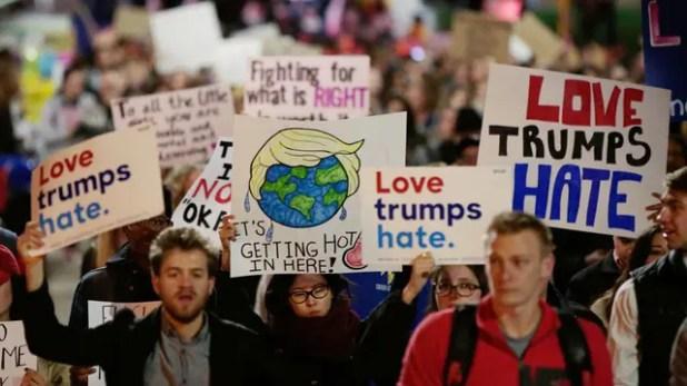 Manifestantes se congregan en contra de Trump tras su victoria electoral