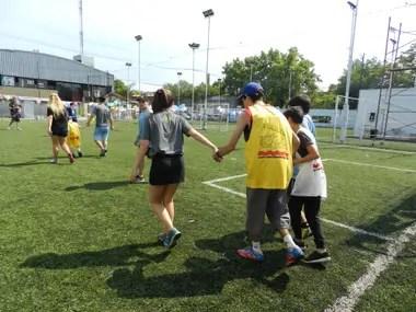 Abrazo de Gol cuenta con dos profesores, una coordinadora y 8 voluntarios que ayudan a organizar las actividades