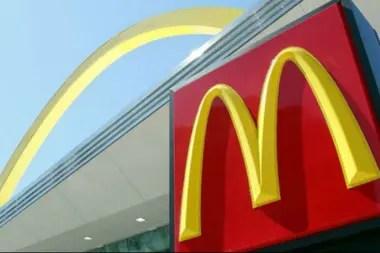 Desde el logo hasta las hamburguesas, pasando por la limpieza de los baños, tienen que ser igual en todas partes.