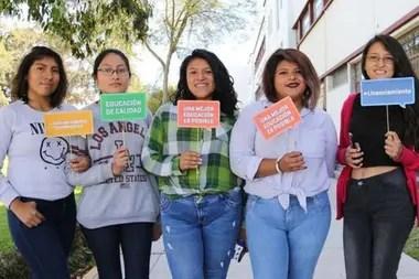 Más de 1,3 millones de estudiantes universitarios estudian en universidades licenciadas, pero más de 232.000 quedaron en universidades que ya no tienen permiso de funcionamiento.
