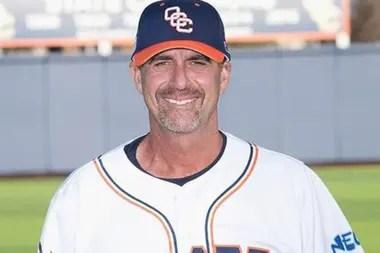 El entrenador de beisbol John Altobelli fue otra de las víctimas mortales en el accidente