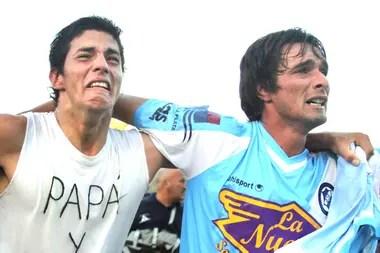 Slezack (derecha) tiene 35 años y festejó cuatro ascensos con la camiseta que ama, la única que vistió en desde su debut en la primera, en 2001.