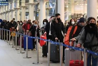 La pandemia no había frenado del todo los viajes en Europa, pero ahora muchos países han suspendido sus vuelos con Reino Unido.