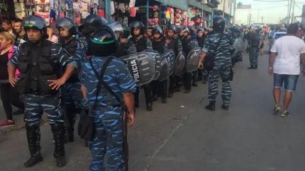 Megaoperativo en La Salada: más de 2000 policías realizan más de 500 operativos por falsificación de marcas