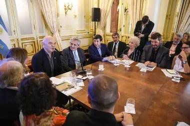 Caparrós habla durante la primera reunión del Concejo Federal Argentina contra el Hambre