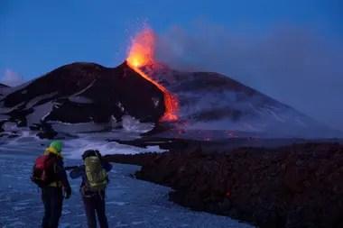 De 3300 metros, tiene erupciones frecuentes conocidas desde al menos 2700 años