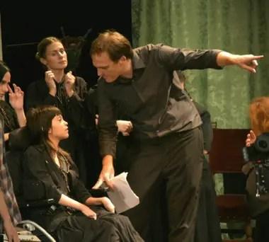 El Grupo Esperanza es una cooperativa de actores y actrices con discapacidad, que presenta obras de la mano del director y actor Esteban Parola