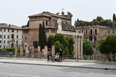 La gente está contenta de volver lentamente a la normalidad, aunque critican al gobierno de Giuseppe Conte