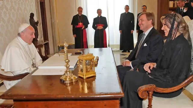 El Papa recibió a la reina Máxima en la primera visita de Estado de los monarcas de Holanda