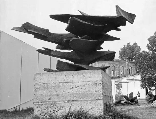 Escultura de Alicia Penalba, la primera artista argentina que expuso en Kassel, en la tercera edición de Documenta (1964)